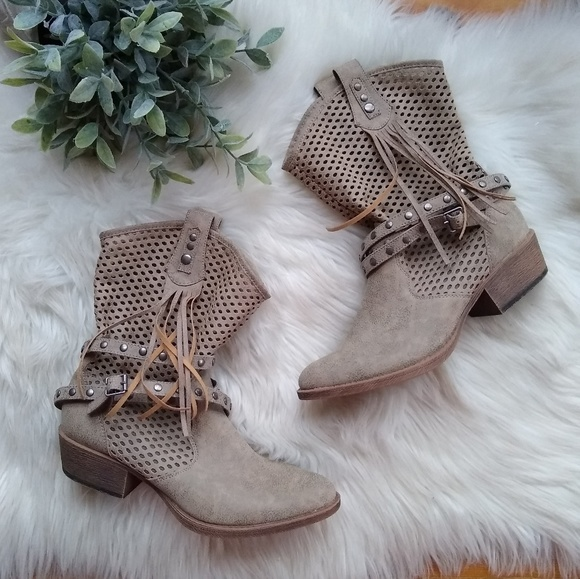 b5890195900 Coconuts by Matisse • Fringed western style boots